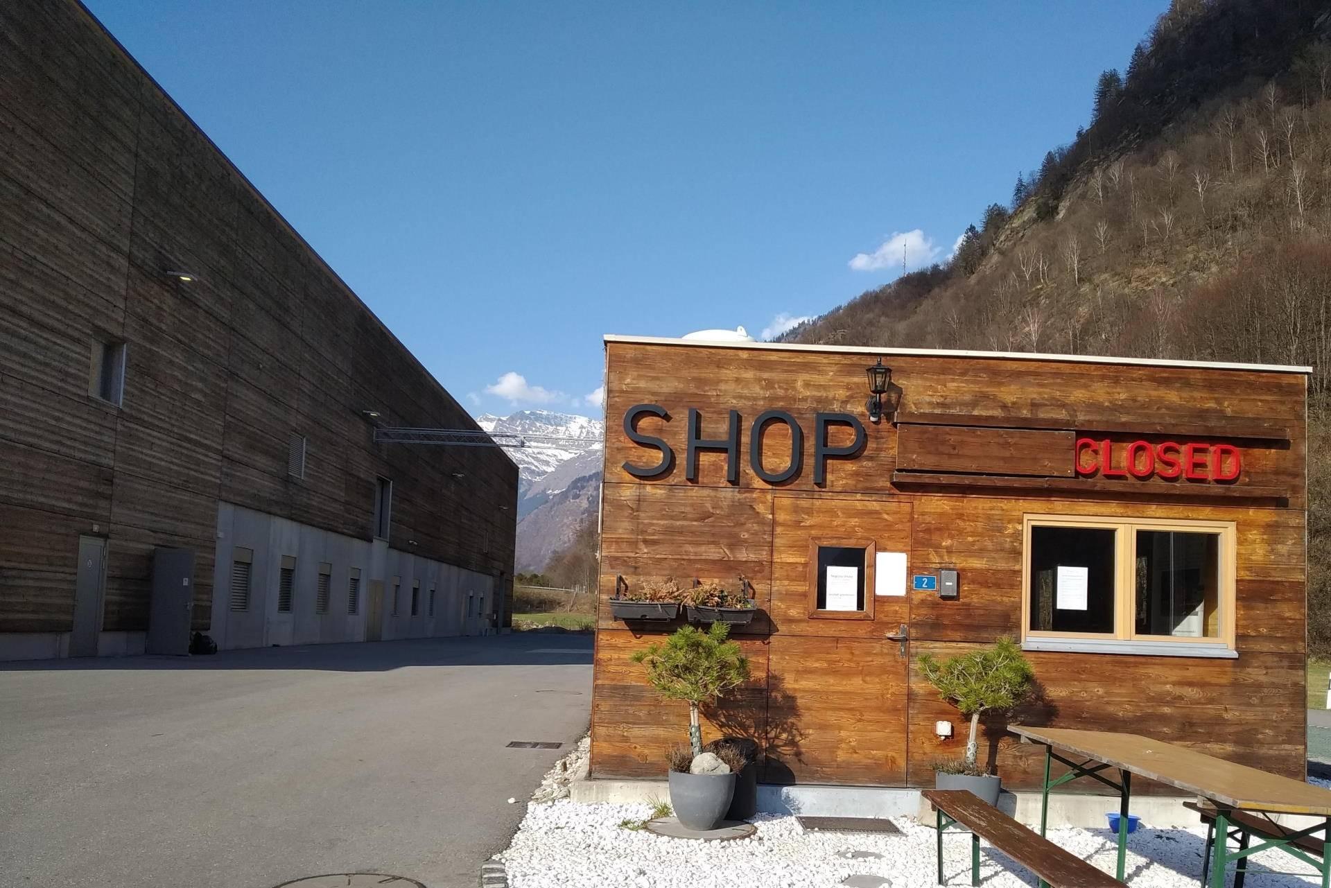 shop lostallo closed 1 - SWISS LACHS Alpiner Lachs